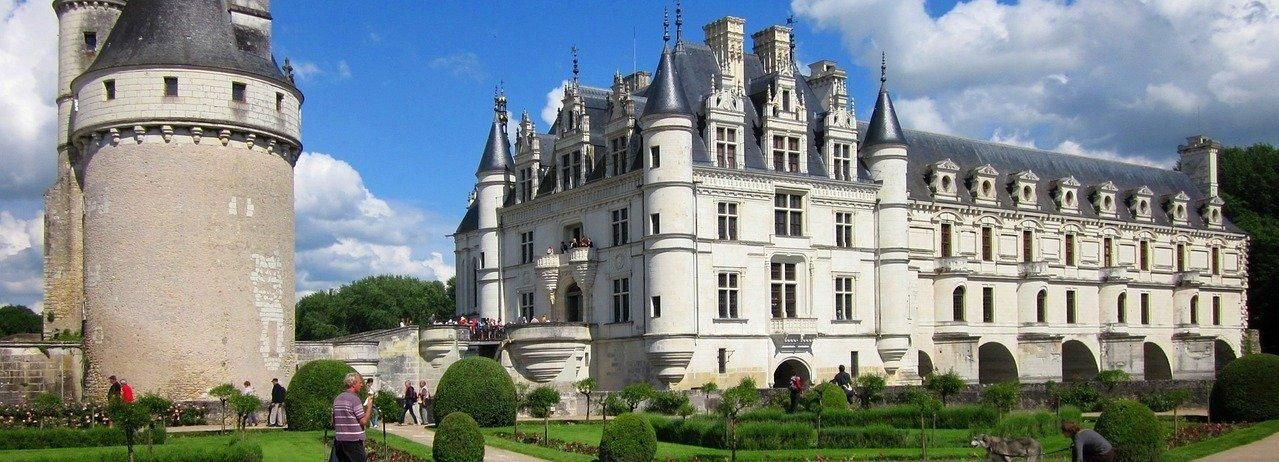 From Tours & Amboise: Day Trip to Chambord & Chenonceau