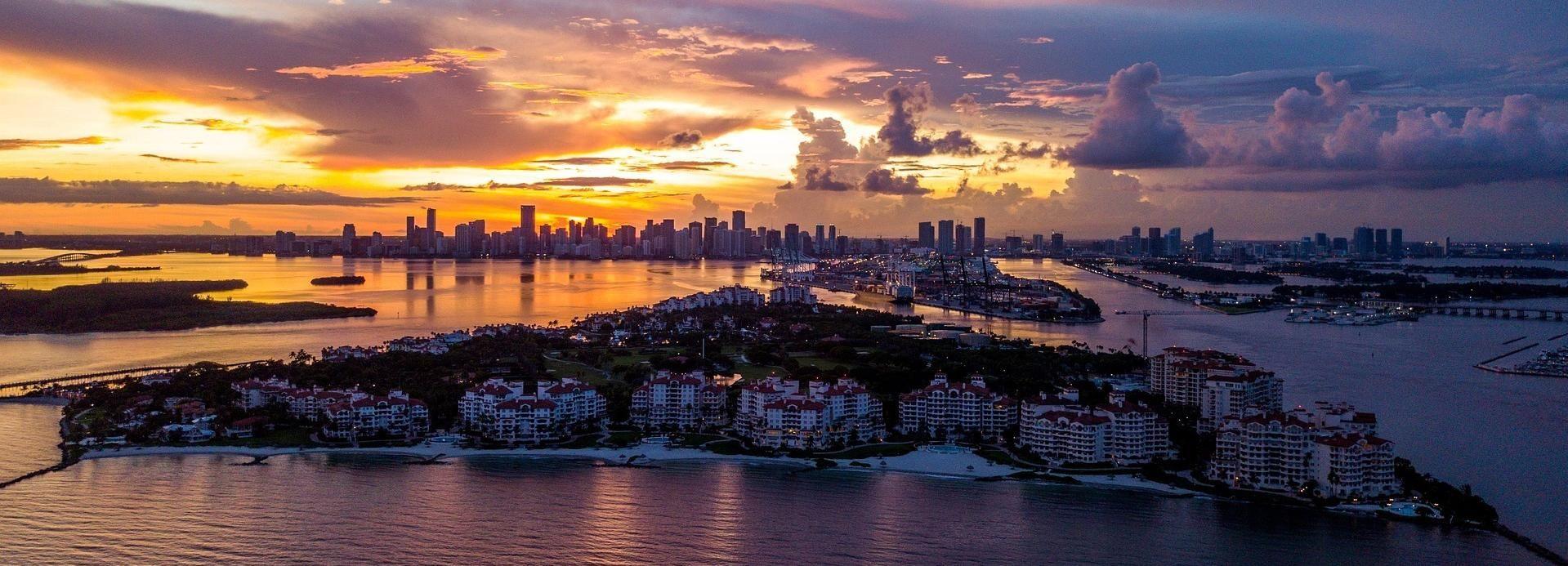 Miami: Sunset Sightseeing Airplane Tour