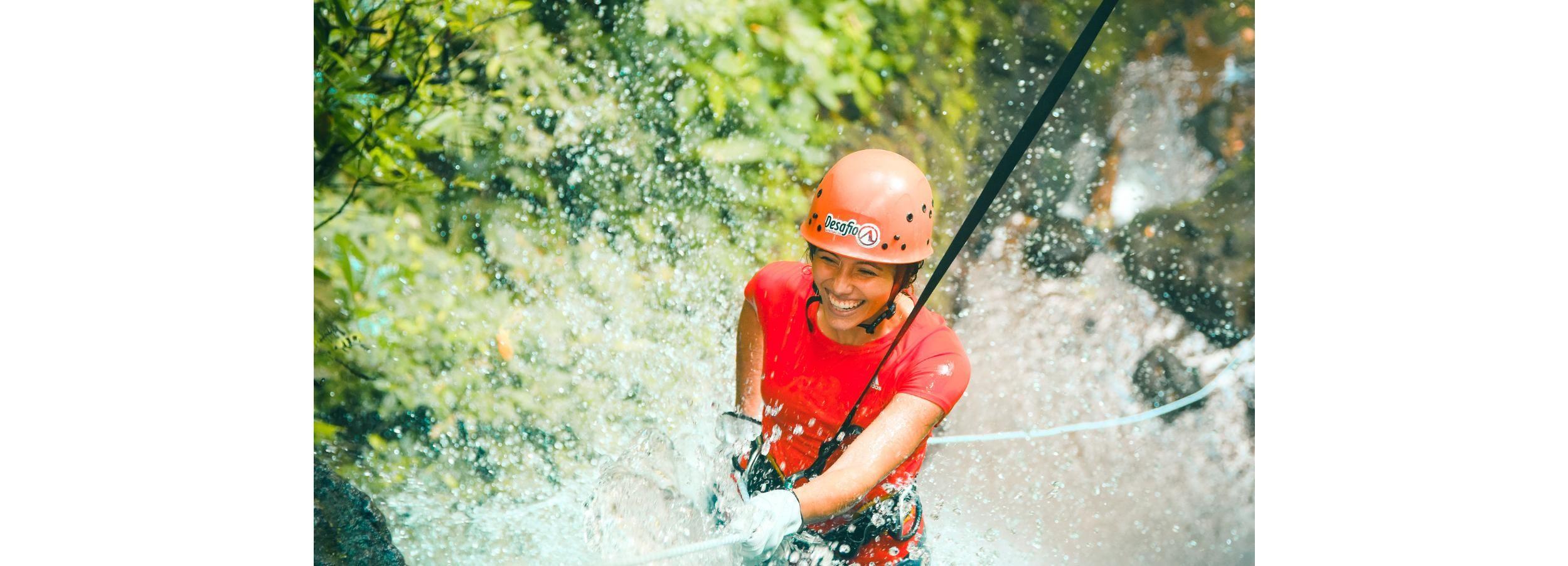 Vulkan Arenal: Canyoneering-Abenteuer in einer Schlucht