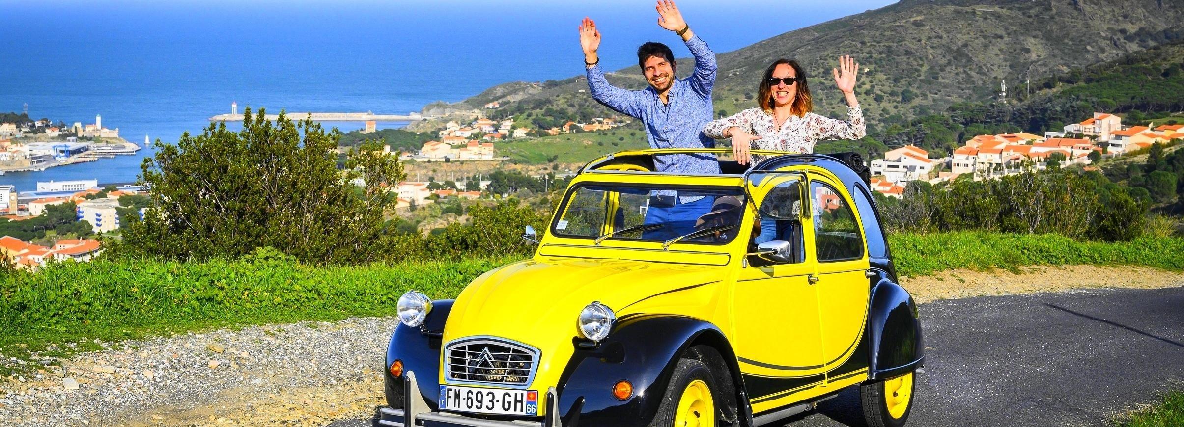 Collioure: visite de la ville en voiture 2CV vintage et tapas / vin en option