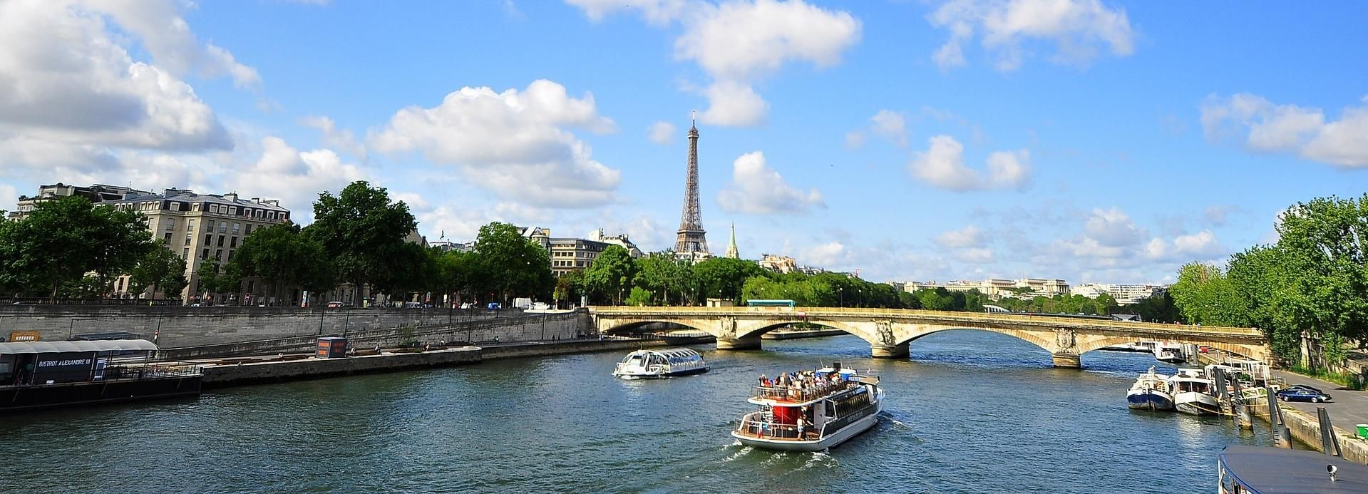 Paris: Skip-the-Line Arc de Triomphe Entry with Seine Cruise