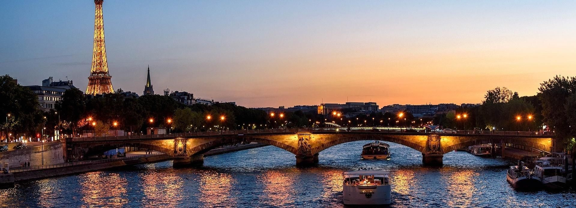 Paris: Eiffel Tower Direct Summit Access & Cruise by Night