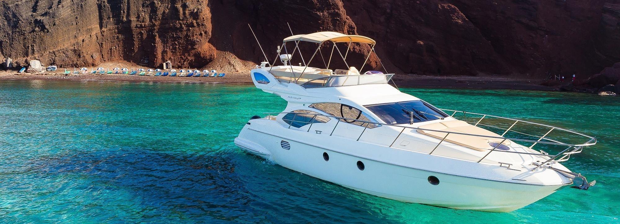 Santorini: Isla destacada crucero en un lujoso yate