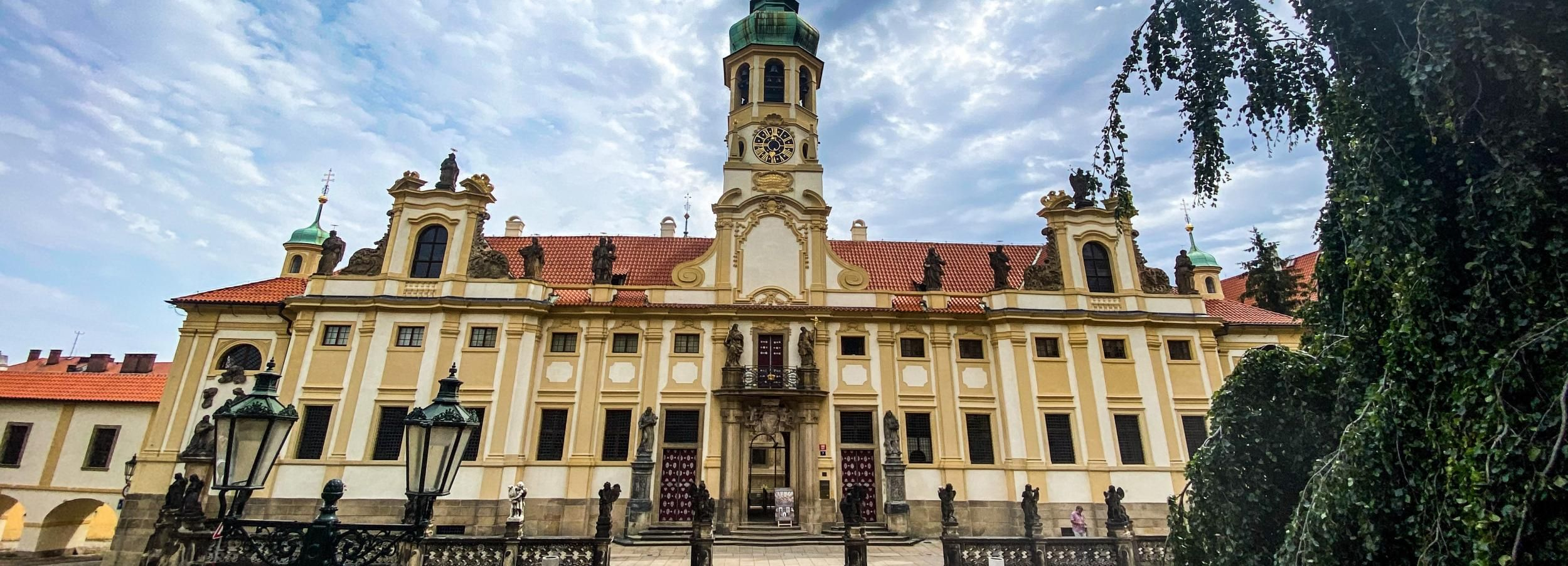 Prague: Combo Ticket for Lobkowicz Palace and Loreta