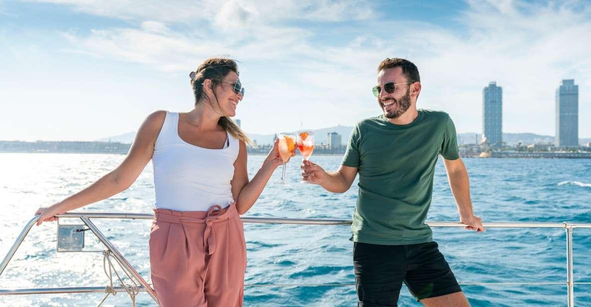 Barcelona: Passeio de 2 Horas em Grupo de Catamarã c/ Bebida