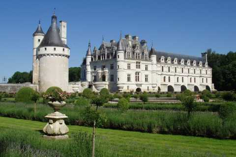 From Paris: Loire Valley Castles Full-Day Tour