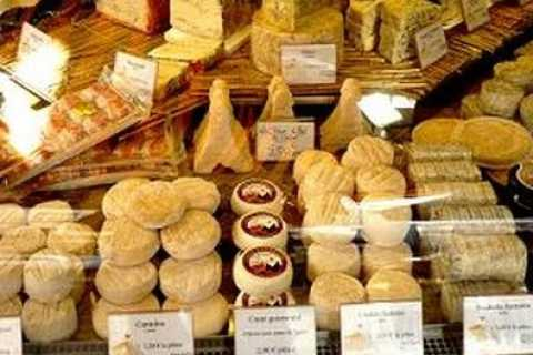 Montmartre 3-Hour Local Gastronomy Tour with Tastings