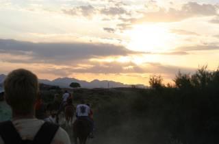 Ritt im Sonnenuntergang mit Barbecue im Wilden Westen