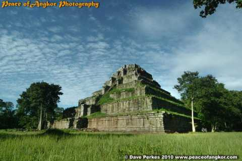 Lost City of Koh Ker & Beng Mealea Full-Day Photo Tour