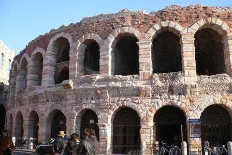 Ab Mailand: Tagesausflug nach Verona und zum Gardasee