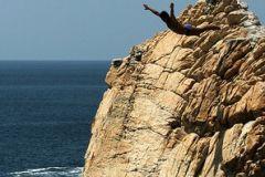 Mergulhadores de alto penhasco de Acapulco