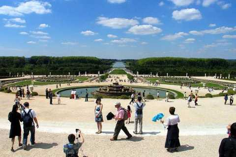 Skip the Line: Versailles Full-Day Guided Tour with Lunch