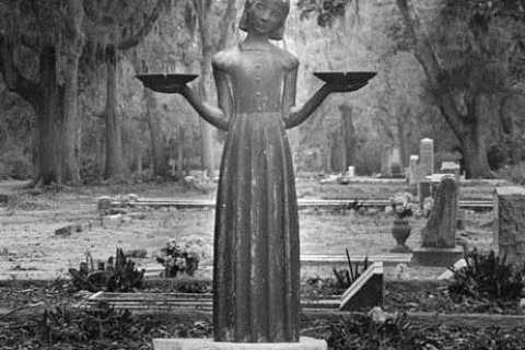 Savannah: Midnight in the Garden of Good and Evil Walk