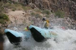 Ab Las Vegas: Wildwasser-Rafting im Grand Canyon
