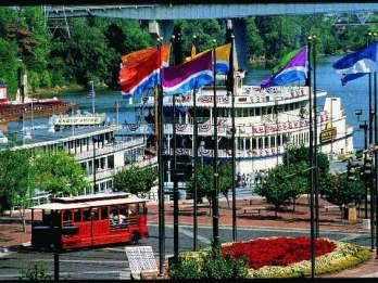 Nashville: General Jackson Showboat Lunch Cruise