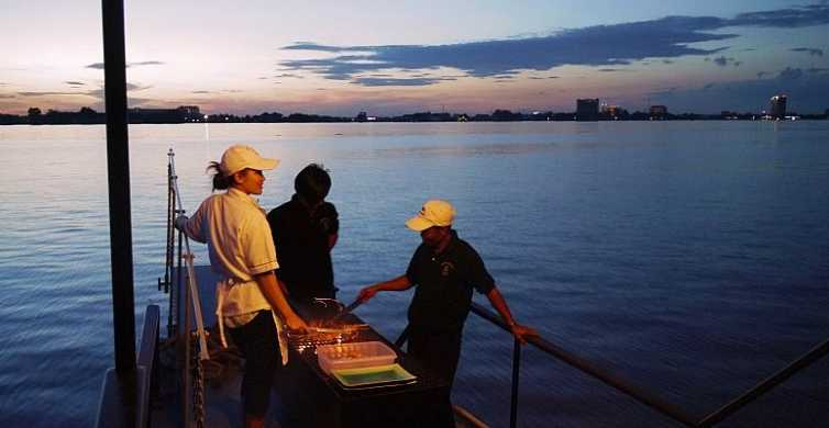 Phnom Penh: Private Sunset Cocktail Cruise on Mekong River