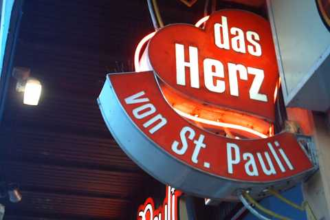 Hamburg: St. Pauli 1.5-Hour Tour with Museum Visit