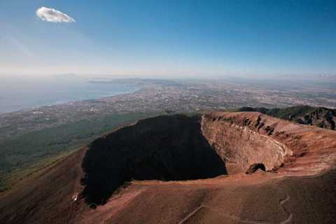 From Naples: Full-Day Mount Vesuvius Hiking Tour