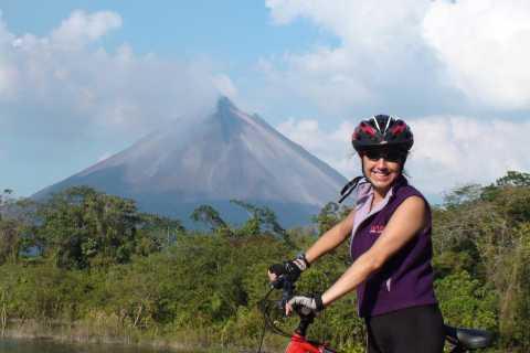 Ciclismo de montaña en el lago Arenal y el volcán (moderado)