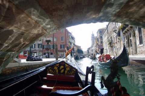 Venice: Shared Gondola Ride and Serenade