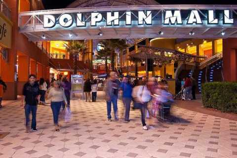 Miami: shopping all'outlet Dolphin Mall