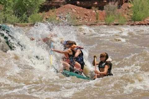 Moab: Colorado River and Fisher Towers Half-Day Rafting Tour