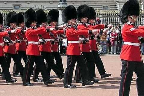 Royal London Private Full-Day Sightseeing Tour by Black Taxi