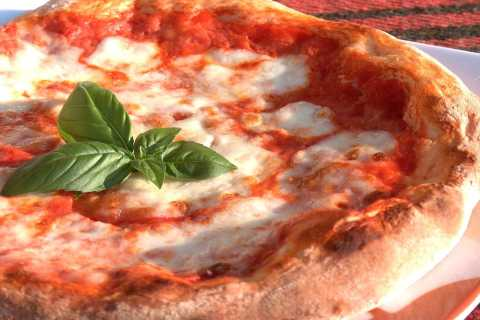 Naples: Pizza Making Workshop and Lunch