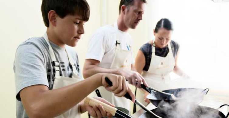 Bangkok: Half-Day Thai Cooking Class with Market Tour