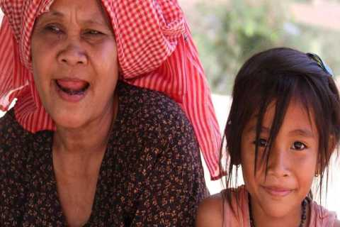 Tour a pie de 2 horas + aldea camboyana desde Siem Reap