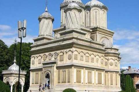 Monasteries of Curtea de Arges: Day Trip from Bucharest