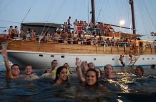 Malta: Piratenschiffparty mit Verpflegung