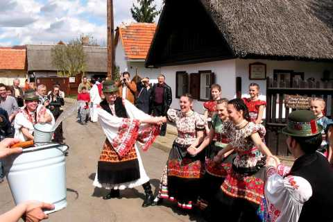 Tour di un'intera giornata di Matyóland e Zsóry Spa da Budapest