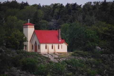 Quebec: Grosse Île & Irish Immigrant Memorial Day Trip
