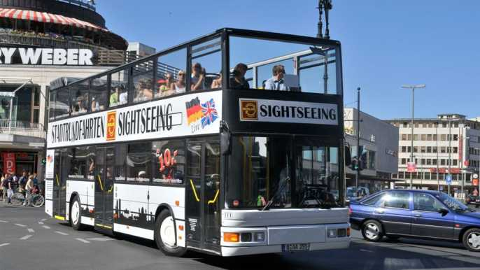 Berlin: Hop-on Hop-off Bus Tour with Live Commentary