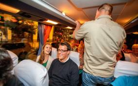 Berlin: 1.5-Hour Comedy Bus Tour in German