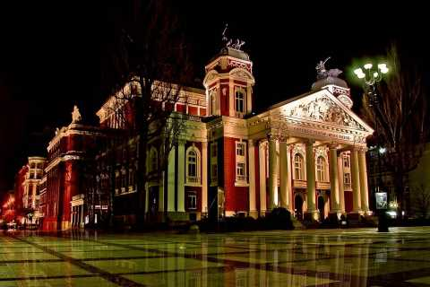 Sofia notturna: tour panoramico e cena folcloristica