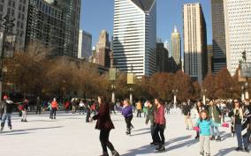 Chicago Holiday Season: Guided Walking Tour + Samples