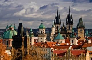 Prag: Ganztägige Tour in Französisch mit Bootsfahrt und Mittagessen