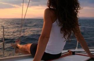Barcelona: Romantischer Segeltörn bei Sonnenuntergang