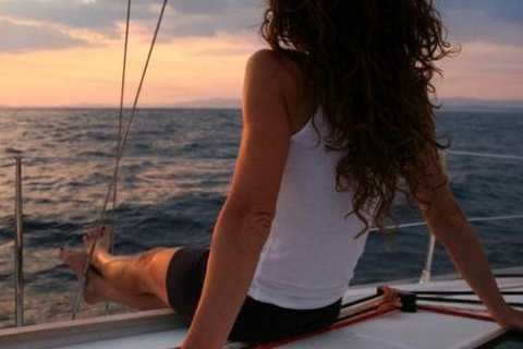 Barcelona: crucero romántico con puesta de sol en velero