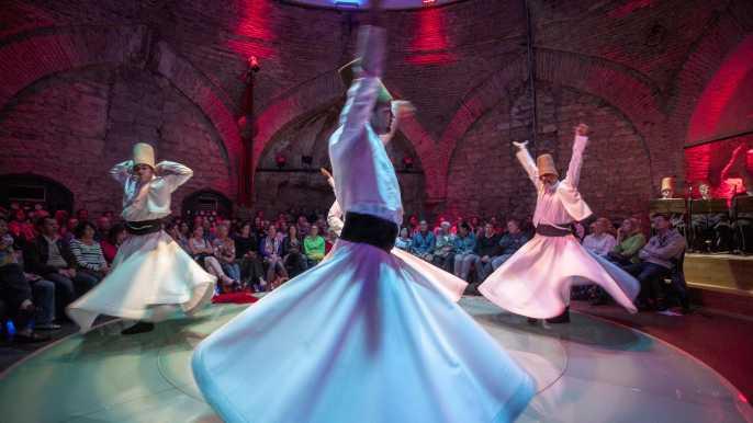 The Whirling Dervishes Show en HodjaPasha Culture Center