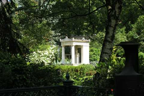 Berlin: Private 2-Hour Tour of Dorotheenstadt Cemetery