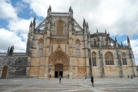 Fátima, Batalha, Alcobaça, Nazaré and Óbidos Private Tour