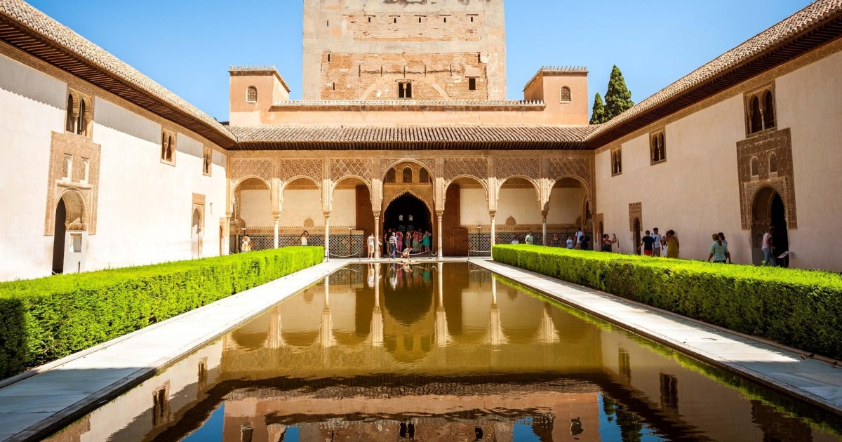 Skip-the-Line Alhambra & Nasrid Palaces Guided Tour