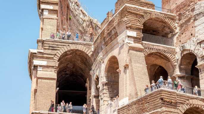Tour privado prioritario arena Coliseo, Foro Romano y Navona