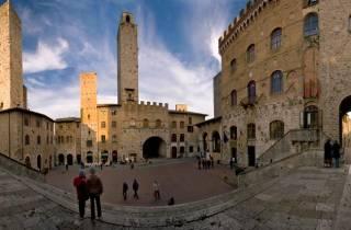 Ab Siena: Tagesausflug nach San Gimignano und Volterra