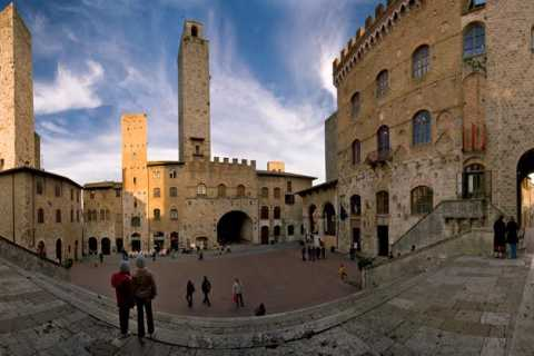 San Gimignano and Volterra: Day Tour from Siena