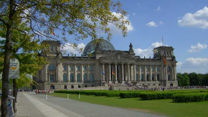 Berlin: Reichstag with Plenary Chamber & Cupola in German