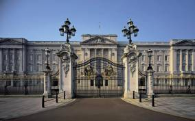 Buckingham Palace: Royal Walking Tour and Afternoon Tea